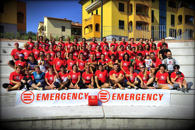 "Foto ""Yoga per Emergency"" trovata su internet"