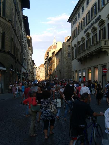Marcia delle donne e degli uomini scalzi a Firenze - foto by unpodimondo.wordpress.com