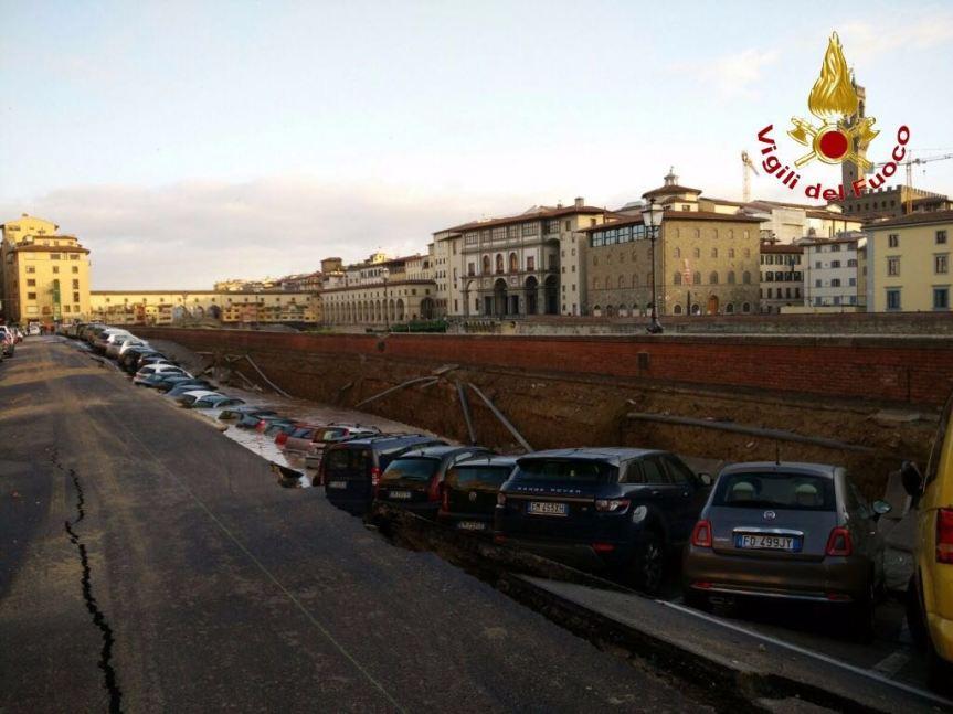 LungarnoTorrigiani - Firenze foto dei Vigili del Fuoco