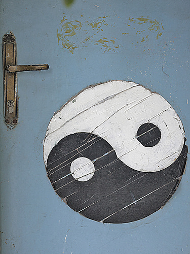 "Foto ""Yin Yang Door"" by zeevveez - flickr"